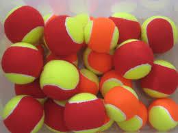 rode en oranje ballen
